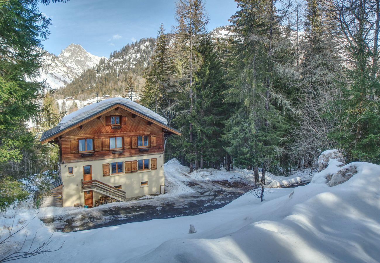 Chalet Flocon de Neige exterior winter in the snow